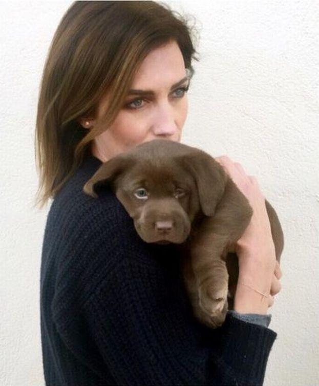 Foto: Nieves Álvarez con su cachorro (Instagram)
