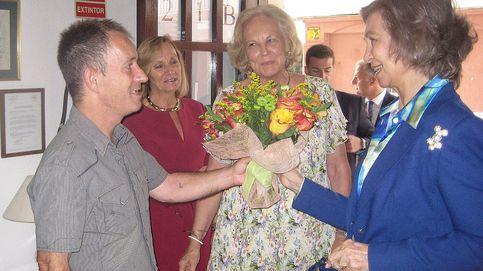 La Reina Sofía llora al visitar a unos enfermos junto a María Luisa de Prusia