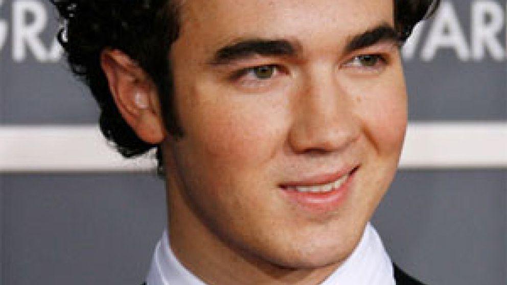 El mayor de los Jonas Brothers se casa con una peluquera