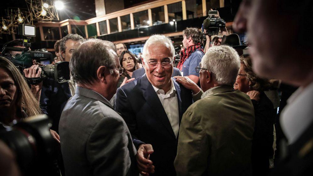 Foto: El primer ministro portugués y secretario general del Partido Socialista (PS), António Costa (C). (EFE)