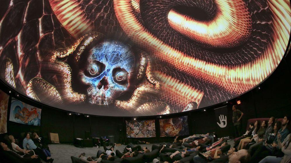 Foto: Un grupo de espectadores durante un acto del E3 de 2016. (EFE)