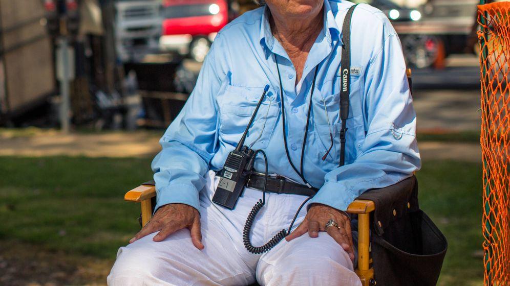 Foto: Vittorio Storaro en un descanso del rodaje de 'Café Society' (2016) de Woody Allen. (EOne)