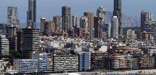 Post de Benidorm, de icono de los viajes del Imserso a la venta de pisos de superlujo