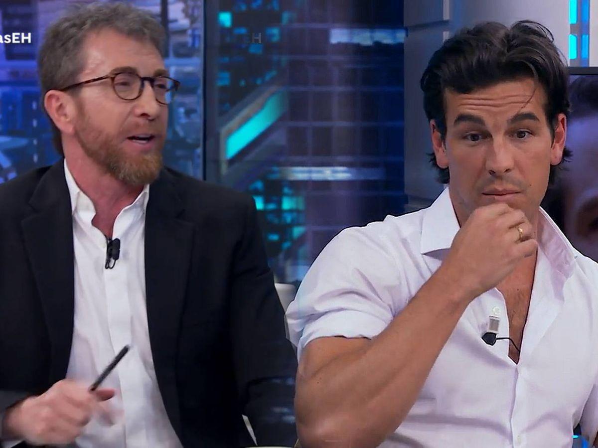 Foto: Pablo Motos y Mario Casas, en 'El hormiguero'. (Antena 3)