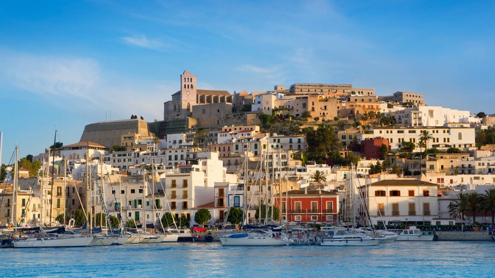 Foto: Vista de Ibiza desde el mar.