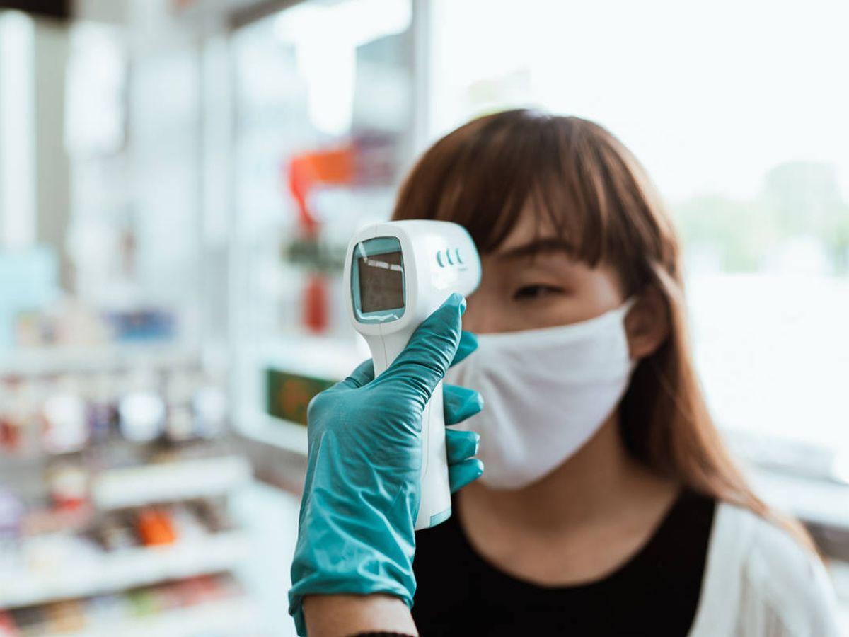 Foto: Termómetros infrarrojos digitales para detectar la temperatura en la frente. (Pexels)
