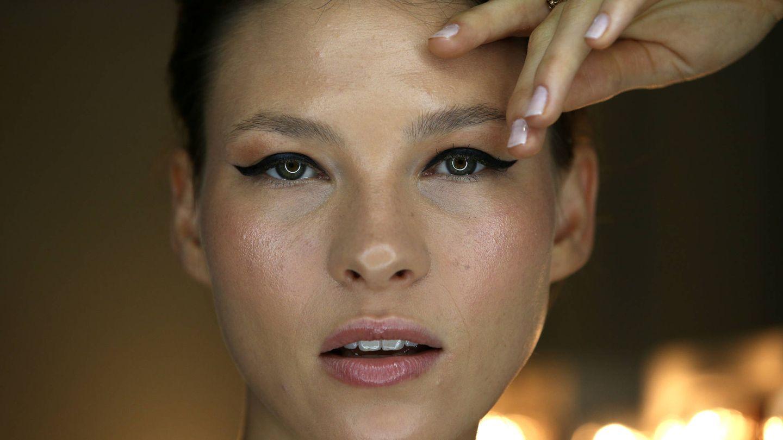Regular la grasa, reducir los poros o devolver luminosidad a la piel son algunos de los beneficios extra de las mascarillas exfoliantes. (Getty)