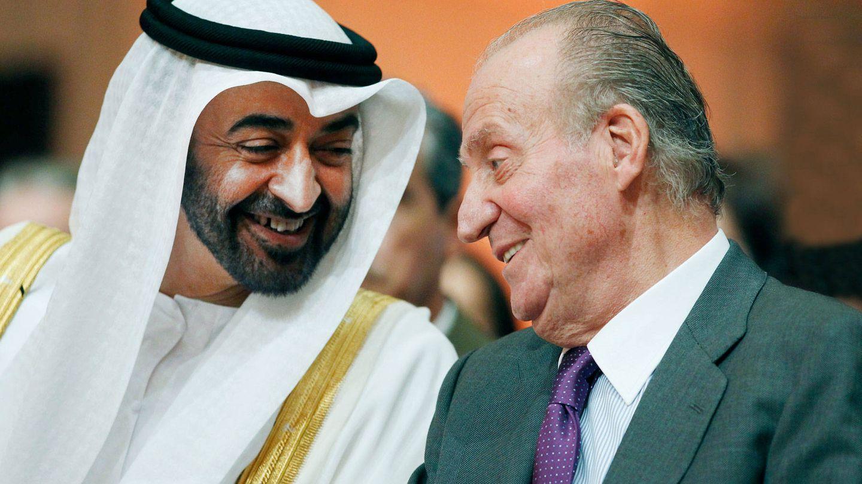 El rey Juan Carlos, con el príncipe heredero de Abu Dabi en una imagen de archivo. (EFE)