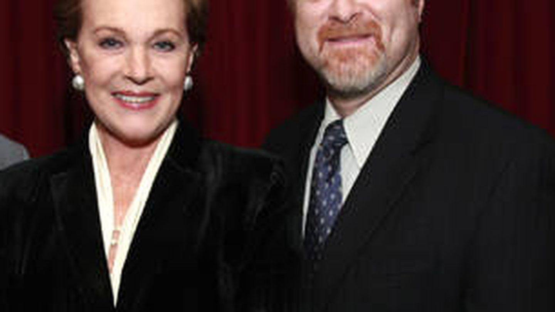 Julie Andrews y Steven L. Zeitels. (Mas General Hospital)
