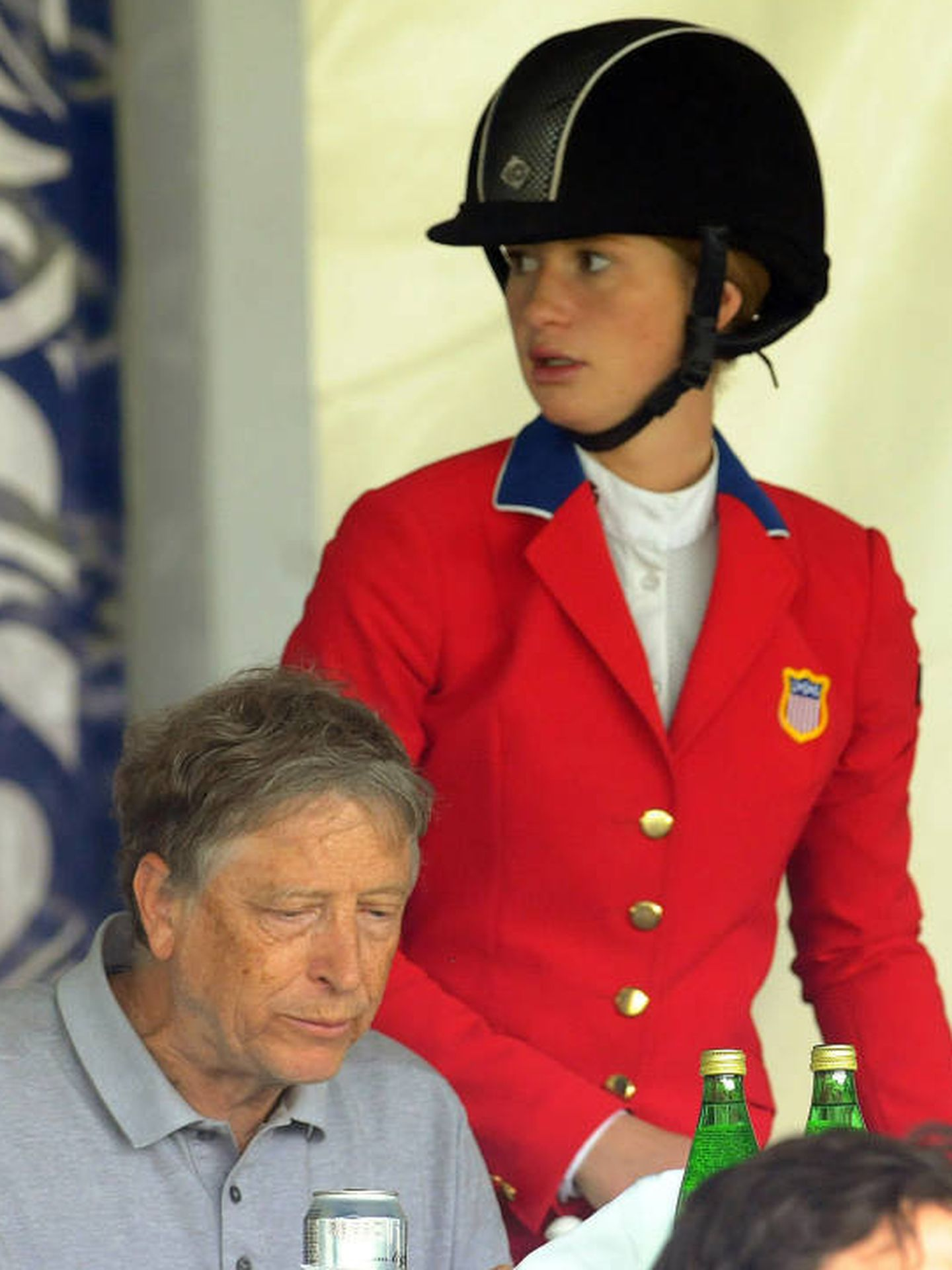 Jennifer Gates, junto a su padre en una competición hípica. (EFE)