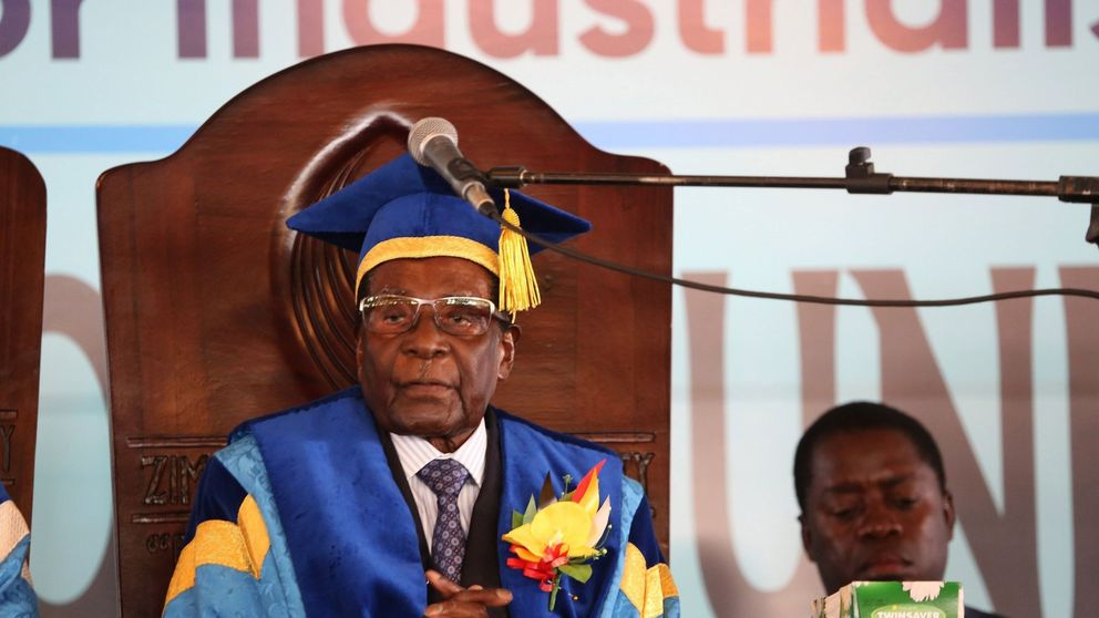 Mugabe se niega a dimitir pese a ser expulsado del partido del Gobierno