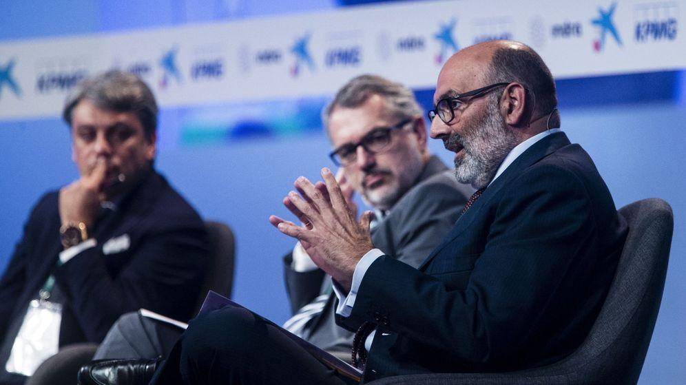 Foto: El presidente de Indra, Fernando Abril-Martorell, en el Círculo de Economía. (EFE)