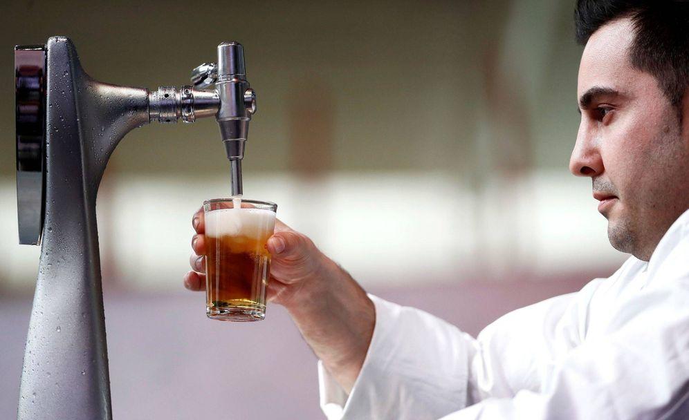 Foto: Un momento del concurso de Tiraje de Cerveza de Madrid Fusión. (EFE)