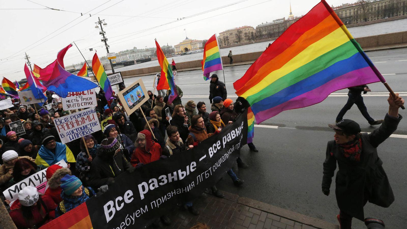 """Foto: Activistas durante la protesta """"Marcha contra el odio"""", celebrada en San Pertersburgo en noviembre de 2014. (Reuters)"""