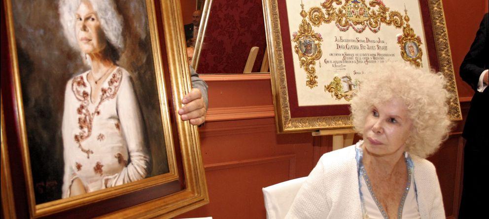 Foto: Doña Cayetana, durante el homenaje que le brindó la Hermandad en 2007 (Gtres)