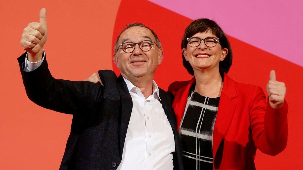 Foto: Saskia Esken y Norbert Walter-Borjans. (Reuters)