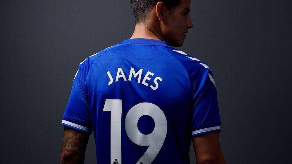 Foto: James luce su nueva camiseta (Everton)