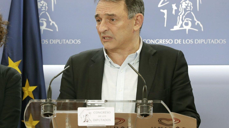 El diputado de IU Enrique Santiago, en una comparecencia en el Congreso, el pasado diciembre. (EFE)