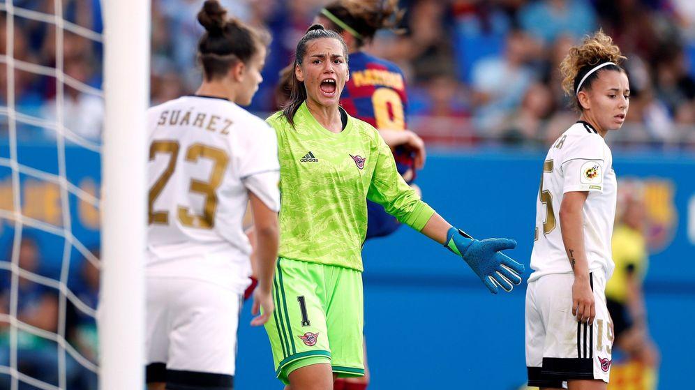 Foto: La guardameta del CD Tacón, Yohana Gómez, en el partido contra el Barça disputado en el estadio Johan Cruyff. (EFE)