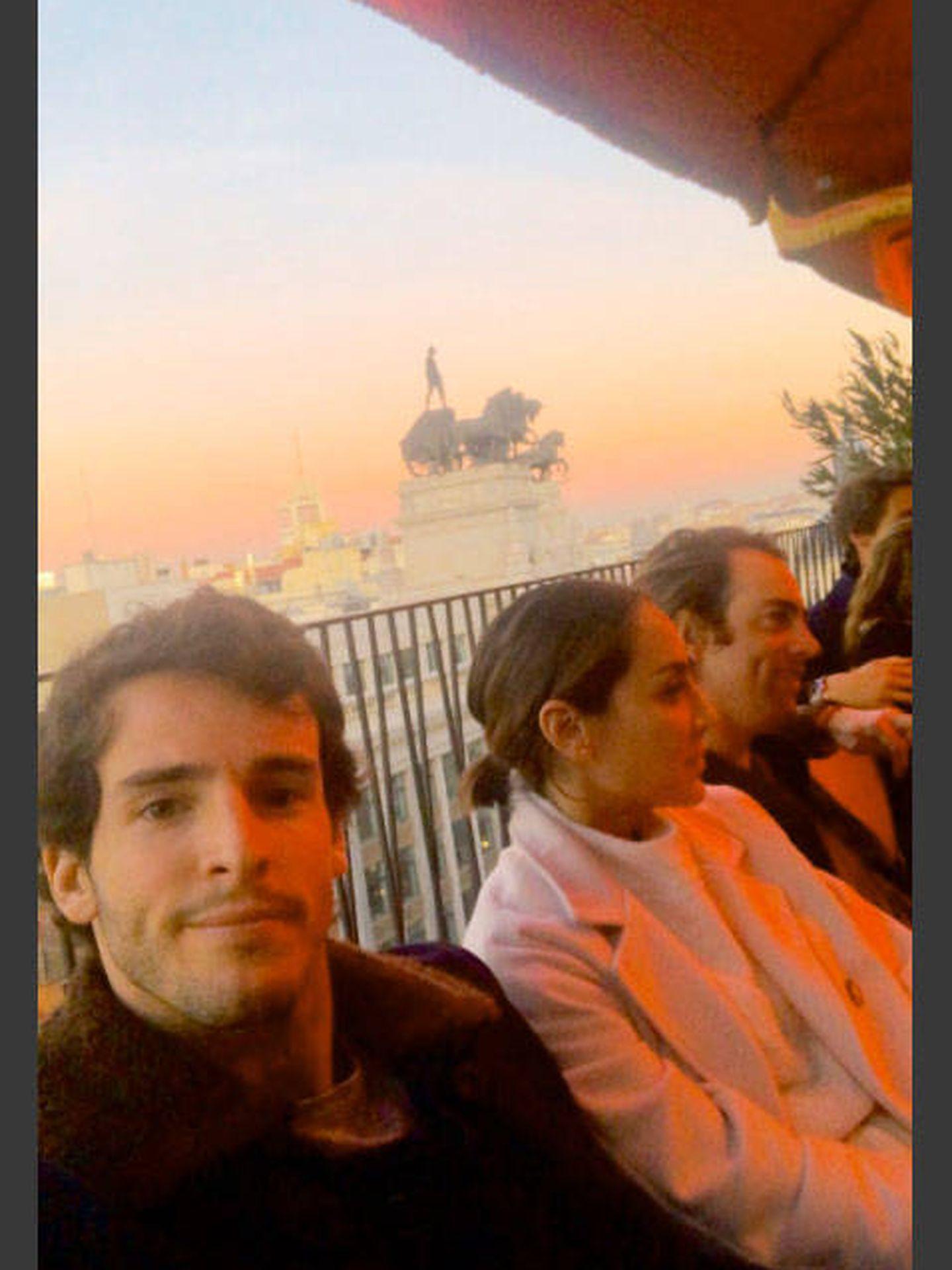 Iñigo y Tamara, en la terraza del Four Seasons anoche. (Redes)
