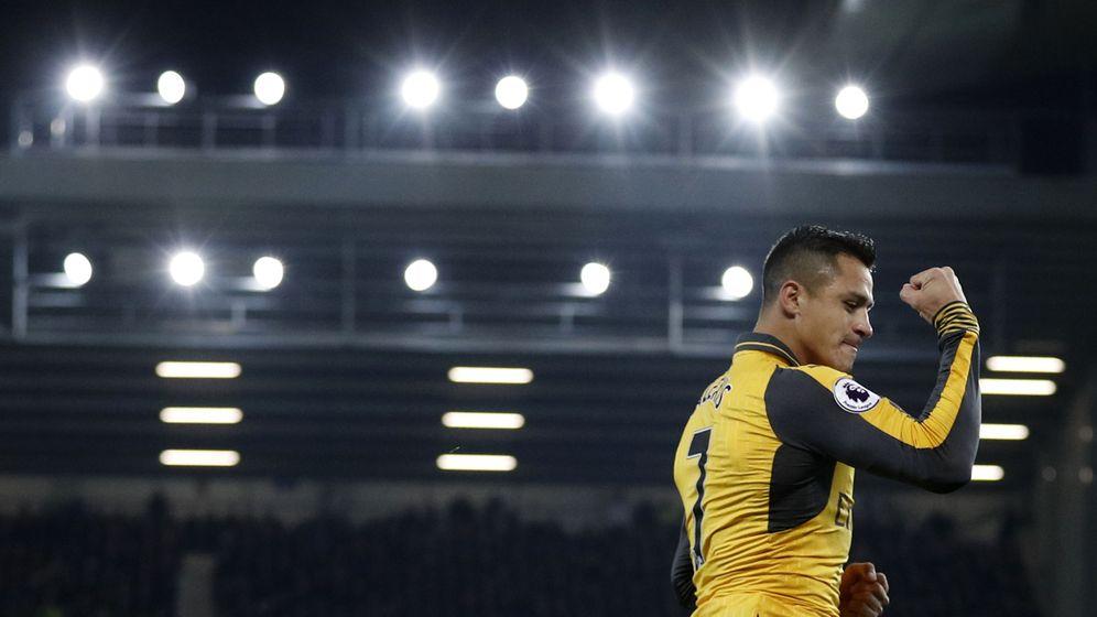 Foto: Alexis celebra un gol con el Arsenal contra el Everton. (REUTERS)