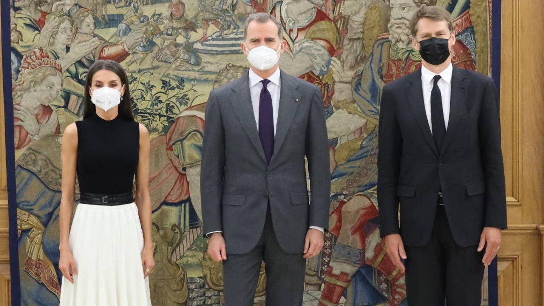 Los Reyes, con el embajador. (Casa Real)