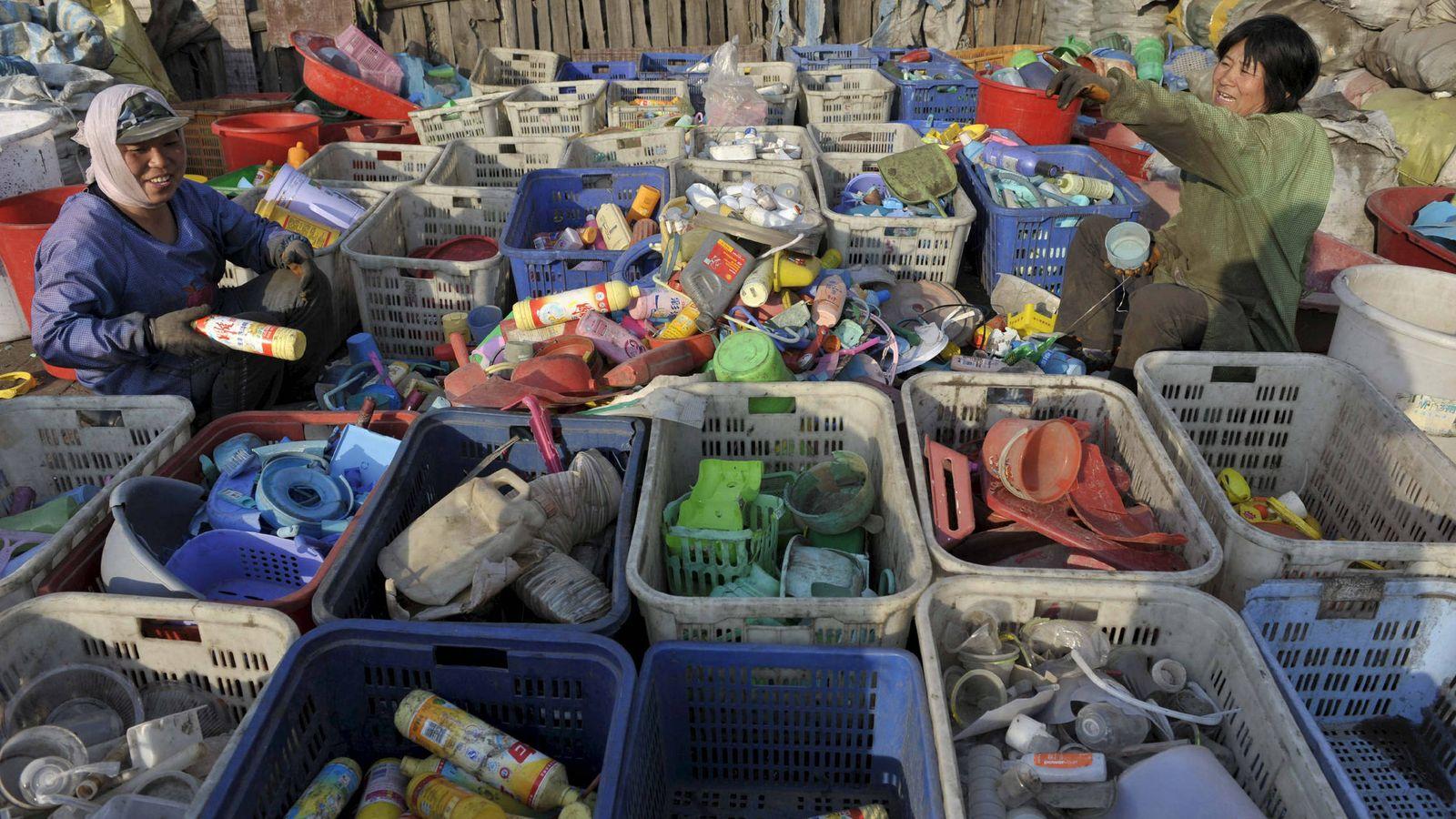 Foto: Cada familia de este pueblo separa los residuos en 34 categorías distintas. (Reuters)