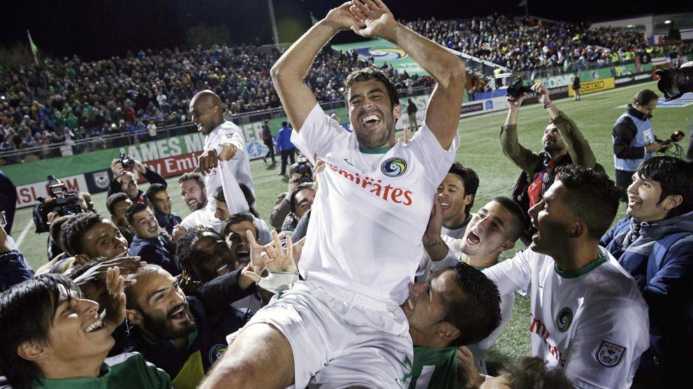 Raúl cuelga las botas con un título y pasa a ser leyenda del fútbol mundial