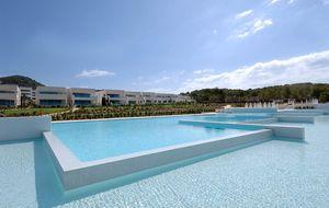 Borja y Blanca se compran por 1,5 millones un chalet en Ibiza
