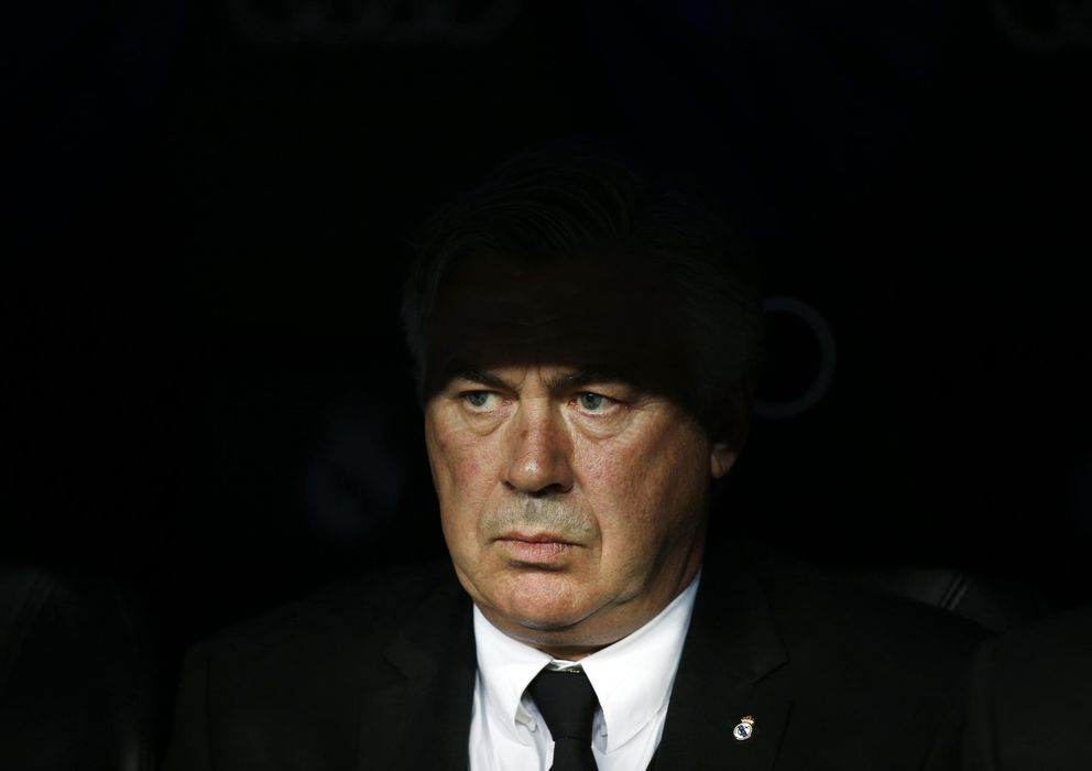 Foto: Ancelotti, en el banquillo del Real Madrid (AP).