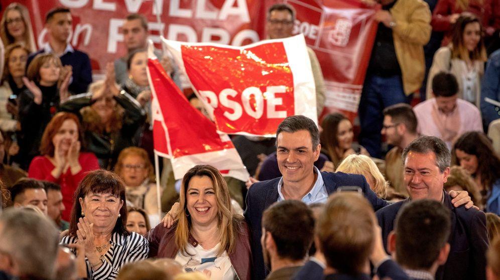 Foto: Pedro sánchez, Susana Díaz, Josèp Borrell y Cristina Narbona en acto en Sevilla (Efe)