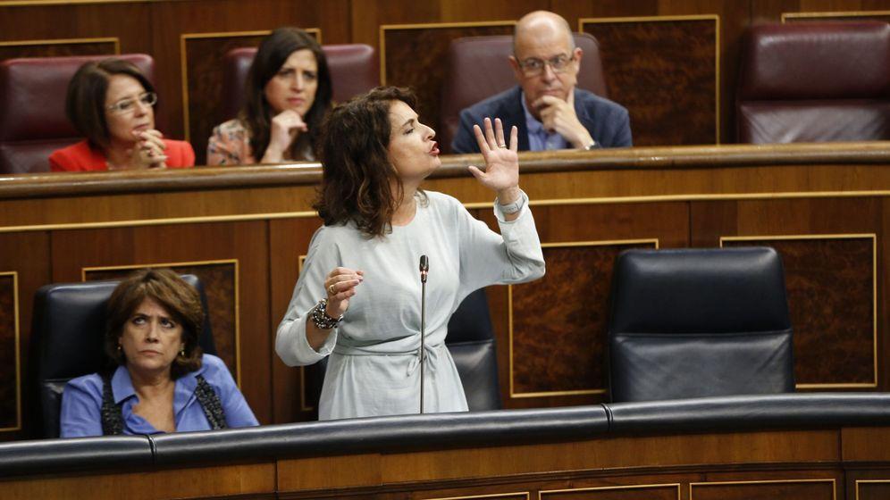Foto: La ministra de Hacienda, María Jesús Montero, esta mañana en el Congreso (Efe)