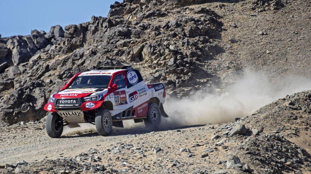 Foto: Fernando Alonso, en acción durante la primera etapa del Dakar. (EFE)