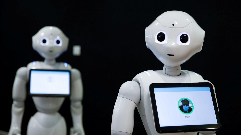Pepper, robot humanoide creado por SoftBank durante la pandemia (Reuters)