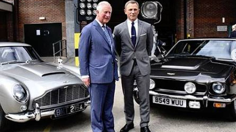 Foto: El príncipe Carlos y el actor Daniel Craig en el set de rodaje de la película de James Bond. (IG)