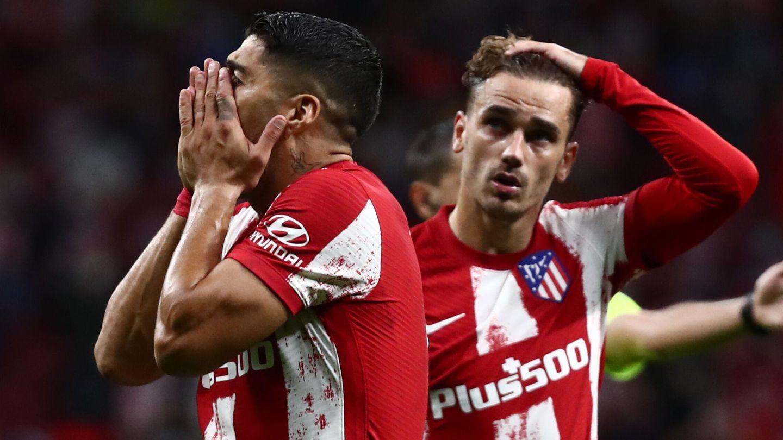 Luis Suárez se lamenta tras una ocasión fallada. (Reuters)