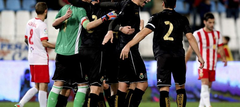 Foto: Jugadores del Racing de Santander celebran su pase a la siguiente ronda de la Copa (EFE)