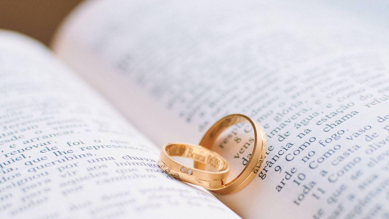Hay joyerías que ofrecen gratuitamente el cambio de grabado de las fechas de las alianzas de boda de sus clientes