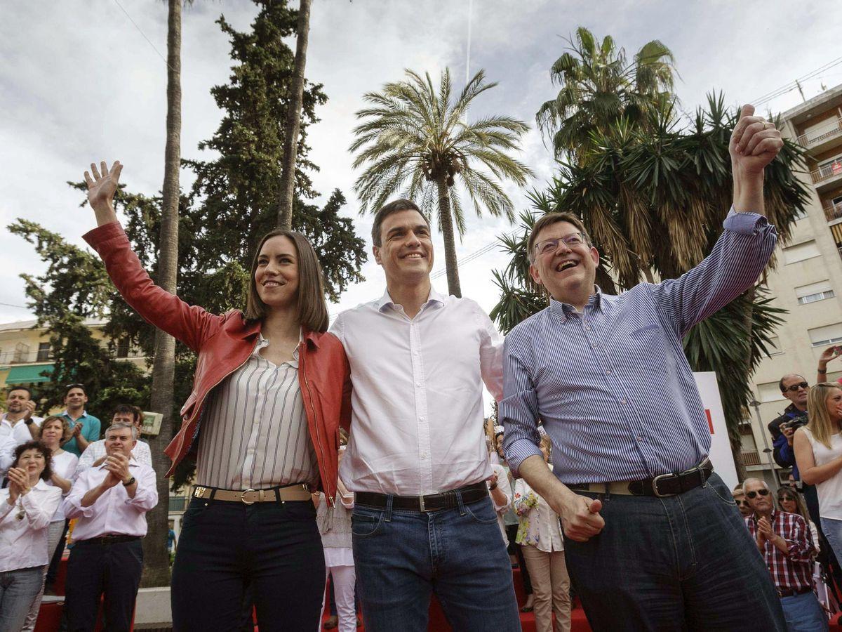 Foto: Diana Morent, Pedro Sánchez y Ximo Puig. (EFE)