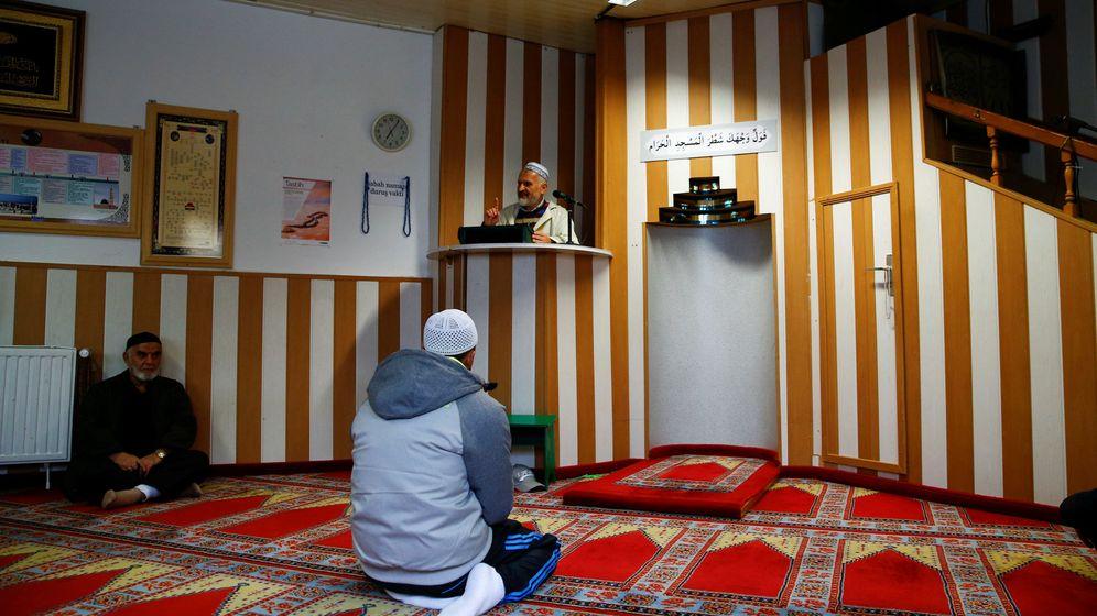 Alá 'ist groß': Alemania impulsa formar imanes en el país para evitar la radicalización