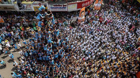 Pirámide humana en el Festival Janmashtami en Mumbai