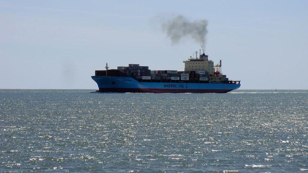 Un carguero ha vertido fuel a 100 kilómetros de Baleares y 140 de Barcelona