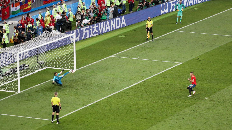 El delantero gallego falla el fatídico penalti ante Rusia. (EFE)