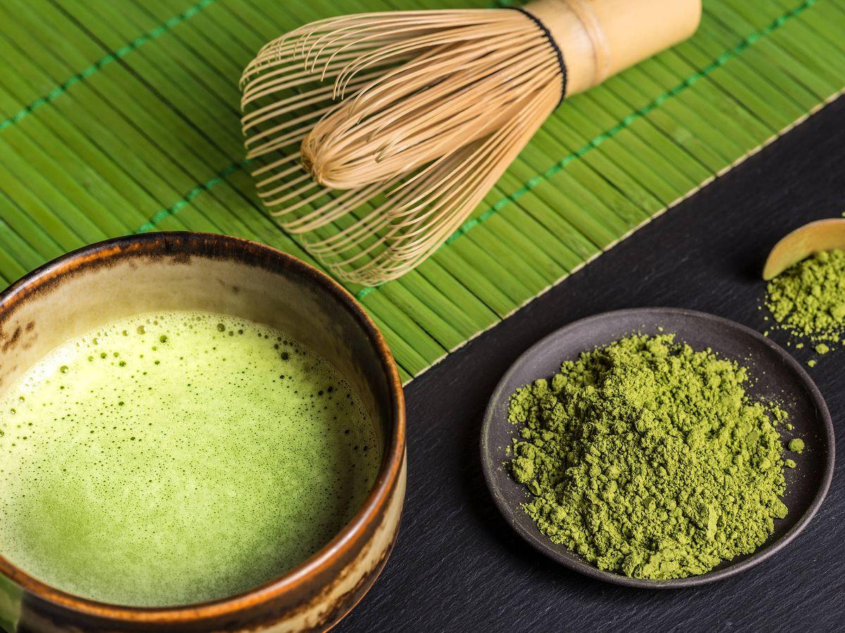 Foto: Utensilios para la preparación de la variedad matcha. (iStock)