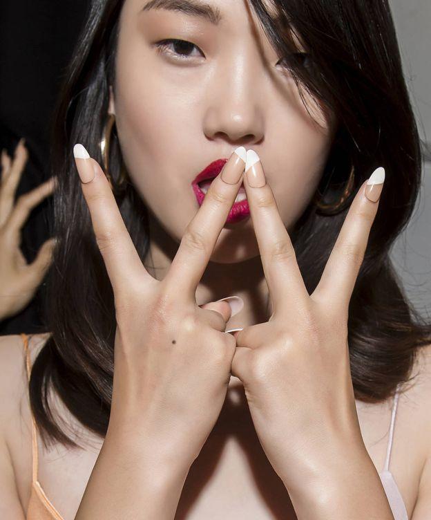 Foto: La base del esmalte es todo lo que necesita tu manicura. (Imaxtree)