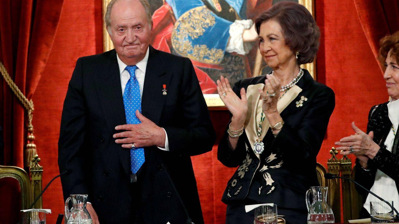El rey Juan Carlos recibe un homenaje en la Academia de Historia, en marzo. (Getty)