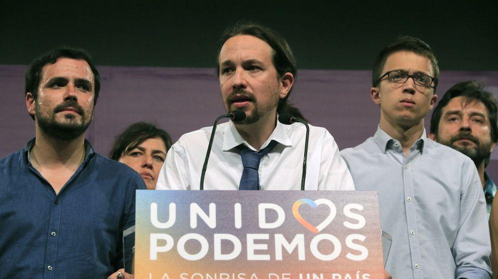 Foto: El líder de Unidos Podemos, acompañado por Alberto Garzón e Íñigo Errejón, durante su comparecencia tras conocerse los resultados. (EFE)