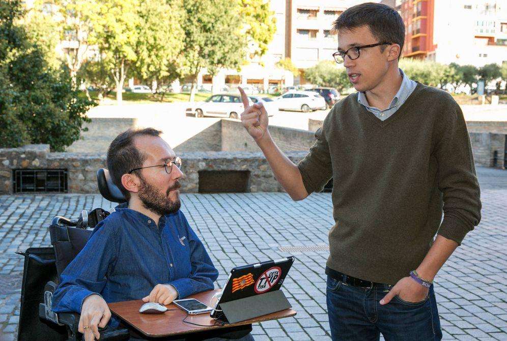Foto: Pablo Echenique (i), conversando con Íñigo Errejón. (EFE)