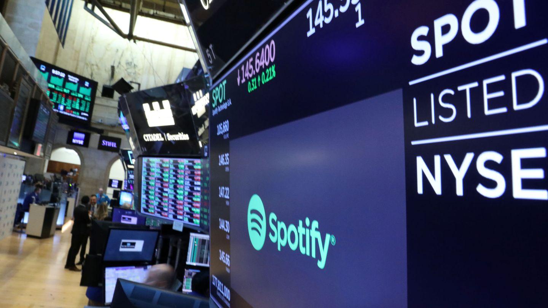 Logo de Spotify en las pantallas de Wall Street. (Reuters)