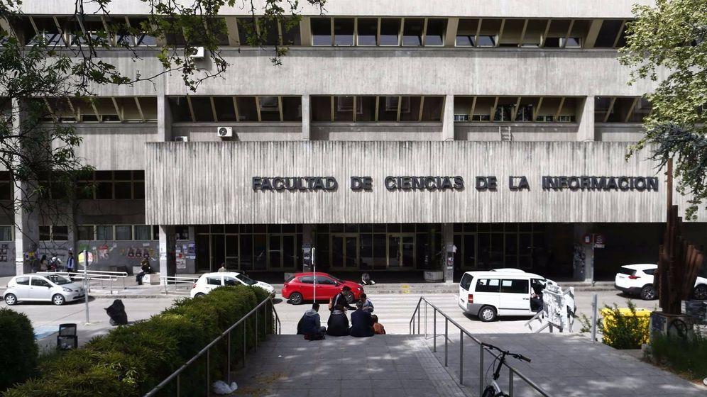 Foto: Fachada principal de la Facultad de Ciencias de la Información de la Complutense.